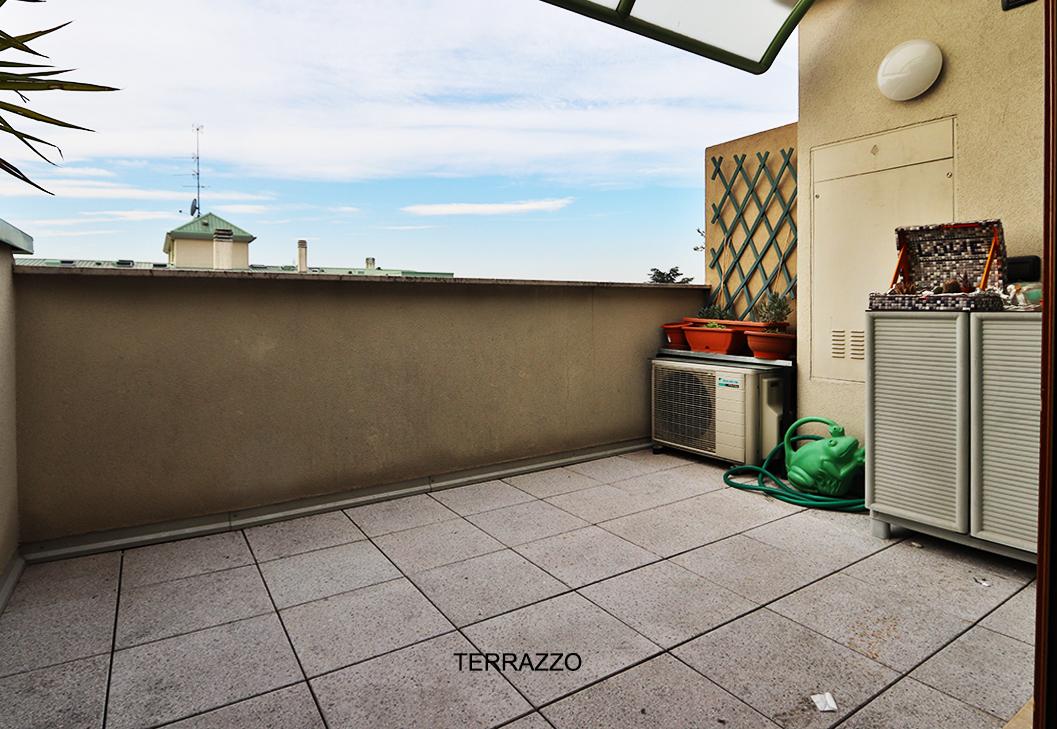 Mansarda trilocale terrazzo lissone immobiliare fossati for Case in affitto con seminterrato finito