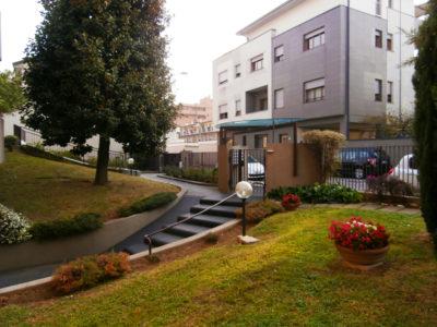 Trilocale elegante terrazzo Lissone foto3