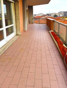 grande trilocale centro terrazzo lissone foto9