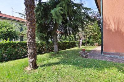 villa singola giardino bellusco foto16