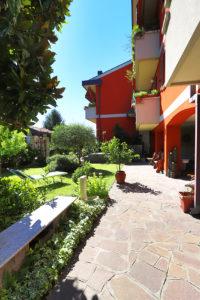 quadrilocale giardino porticato macherio foto50