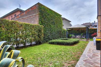 bilocale arredato giardino desio foto5